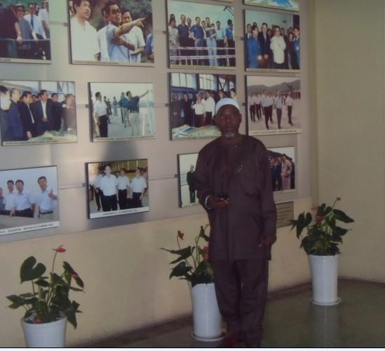 尼日利亚客户来厂考察脱水筛